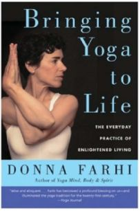 Bringing Yoga to Life : The Everyday Practice of Enlightened Living